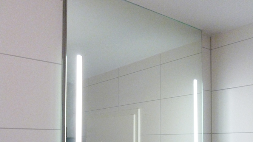 spiegel mit indirekter beleuchtung. Black Bedroom Furniture Sets. Home Design Ideas
