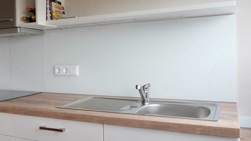 Küchenrückwand lackiertes Weißglas
